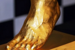 В Японии выставлена на продажу золотая ступня Месси