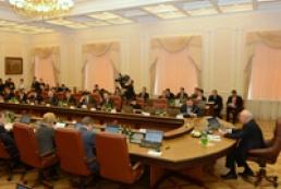 На засідання Кабміну депутати ходитимуть з дозволу Азарова