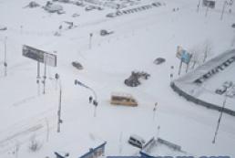Снегопад парализовал Киев (обновлено)