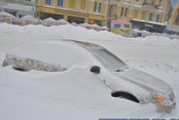 Кабмін наказав евакуювати авто, що заважають снігоприбиранню