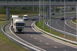 Азаров: Ми не дозволимо нахабно руйнувати наші дороги