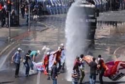 Турецкий спецназ ворвался на площадьТаксим в Стамбуле