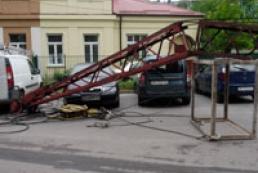 В центре Ривного упал строительный кран