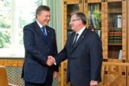 Янукович: Украина и Польша будут делать все для примирения народов