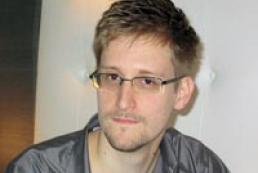 Сноуден офіційно попросив притулок у Росії