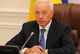 Азаров доручив виділити кошти на відновлення будинку в Луганську