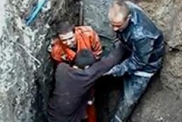 В Сумах при работе в траншее мужчина был погребен заживо