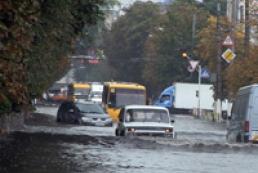 Ливень превратил улицы Житомира в реки