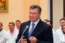 Янукович: Україна не зацікавлена  будувати стіни і шукати ворогів