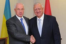 Азаров надеется, что Беларусь отговорит Россию от создания торговых барьеров