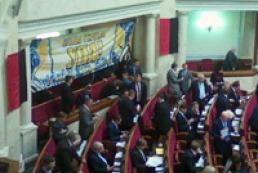 Регионалы и коммунисты покинули зал заседаний ВР из-за символики УПА