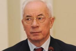 Азаров призвал не поддаваться ажиотажу: продуктов хватит всем
