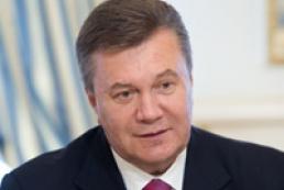Янукович требует обеспечить жильем 20 тысяч детей-сирот