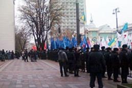 Учасникам мітингу під Верховною Радою платять по 100 гривень за годину