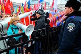 Учасники мітингу під Радою розходяться, відмітившись у списках