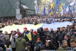 В Киеве началось шествие участников Народного вече