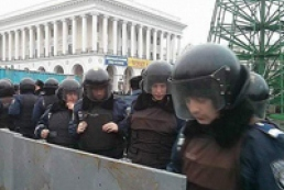 Митингующие снесли установленные на Майдане ограждения