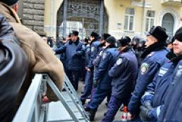 Захарченко запретил милиции применять силу против митингующих