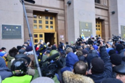 От митингующих потребовали срочно освободить здание КГГА