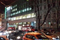 В Киеве горит здание метро «Золотые ворота»