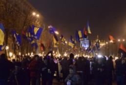 В Интернете появилось видео попытки поджога отеля в Киеве участниками факельного шествия