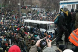 Под стадионом «Динамо» в Киеве начались стычки митингующих  с милицией