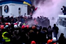 В Кличко выпустили  струю из огнетушителя