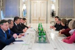 Янукович поговорил с Эштон о ситуации в Украине