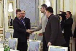 Президент и лидеры оппозиции договорились о перемирии