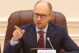 Яценюк требует от России отозвать военных из Крыма