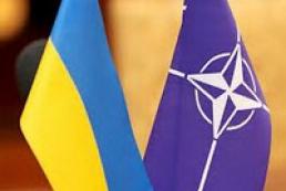 НАТО осуждает усиление военных действий России в Крыму
