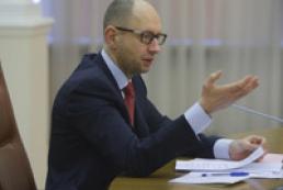 Яценюк: Военное вторжение России вредит экономике Украины