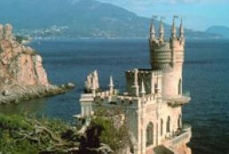 Яценюк: Фактически курортного сезона в Крыму не будет