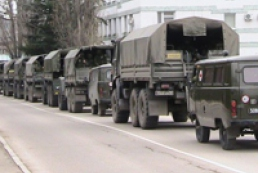 Росія продовжує стягувати війська і техніку до Криму