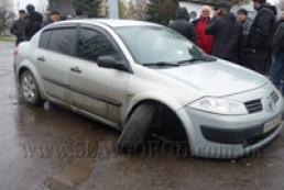 В Славянске расстреляли автомобиль: ранены два человека