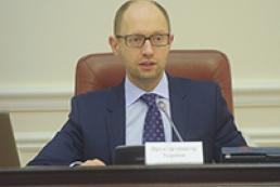 Кабмин поручил до 1 октября обсудить с народом изменения в Конституцию