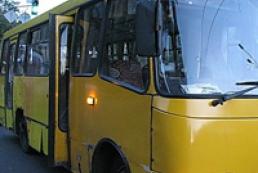 Под Киевом обстреляли маршрутку. Трое пострадавших