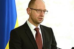 Яценюк закликає парламентаріїв підписати текст нової Конституцї до 25 травня