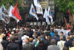 Мітингувальники захопили будівлю облпрокуратури у Донецьку