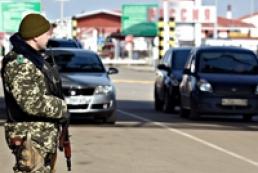 Україна не пропускає автомобілі з РФ в пункті «Ізварине»