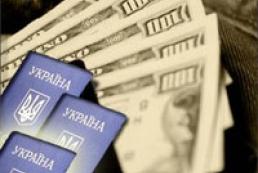 НБУ возобновил продажу валюты по паспортам