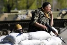 В результате нападения на блокпост в Славянске погиб солдат