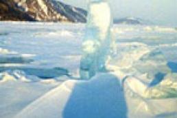В Охотское море на льдине унесло 45 рыбаков