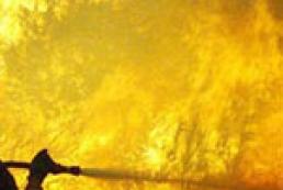 В Питере горит ангар с газовыми баллонами
