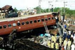 В Черногории пассажирский поезд упал с высоты 150 метров