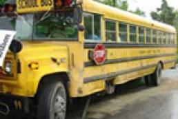 В Германии школьный автобус попал в странное ДТП